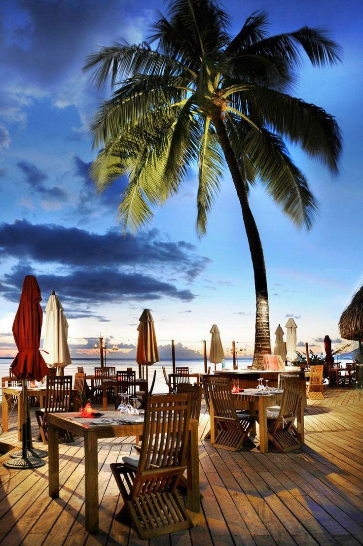 10 Best Beach Restaurants for a Romantic Wedding Proposal