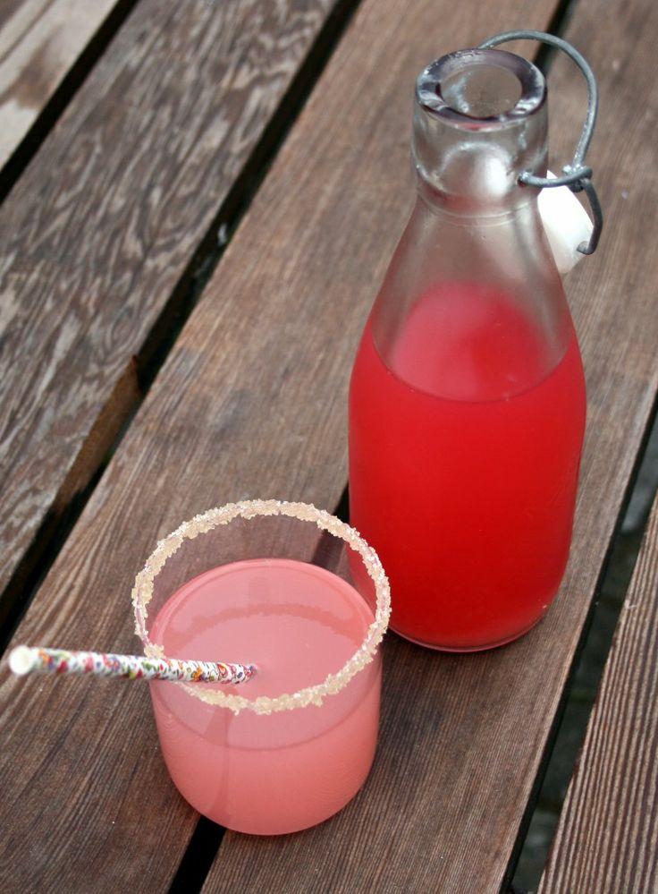 rabarbersaft-citron-vanilie-ingefær-hjemmelavet-saft-sommer-rabarber-uftitah-paper-straws