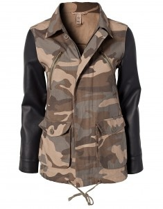 camouflage jas met #lerenmouwen
