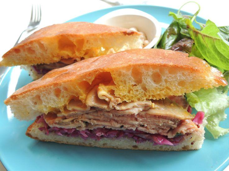 西荻窪にある肉好きによる肉好きのためのイタリアンレストランtrattoria 29(トラットリア ヴェンティノーヴェ)が2015年8月、ランチ営業としてお昼だけのサンドイッチ店「3&1 Sandwich」(サンドイッチ トレ エ ウーノ)をスタートさせました。(2ページ目)