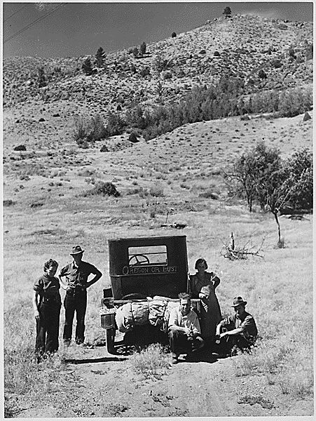 U.S. Great Depression Picture Vernon Evans family leaving South Dakota drought area for west. (Circa 1935) // Farm Security Administration-Resettlement Administration: