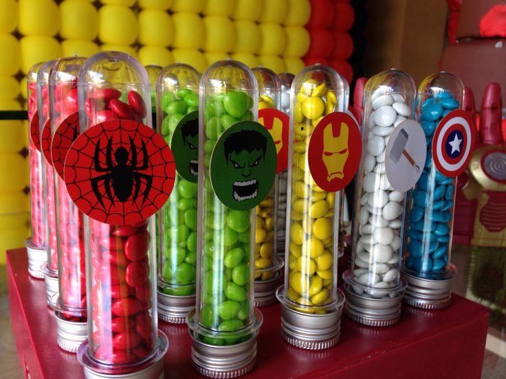 Tubetes de confete dos Vingadores