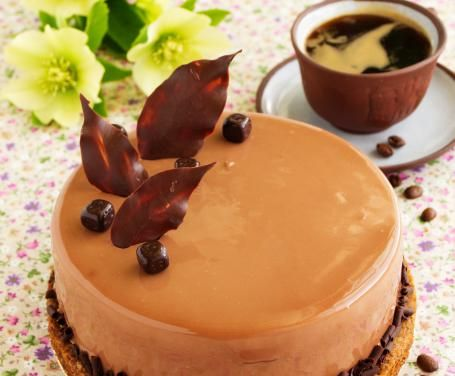Ecco la ricetta per realizzare in casa la glassa al caffè, una preparazione base da utilizzare per farcire e guarnire torte, biscotti e dolci al cucchiaio.