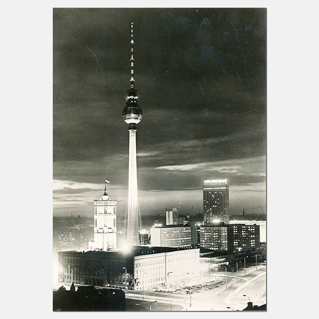 Berlin You Are So Wonderful This Postcard From 1973 Shows The Alexanderplatz With Tv Tower Rotes Rathaus And Interhotel Du Bist S Tower Postcard Night Life