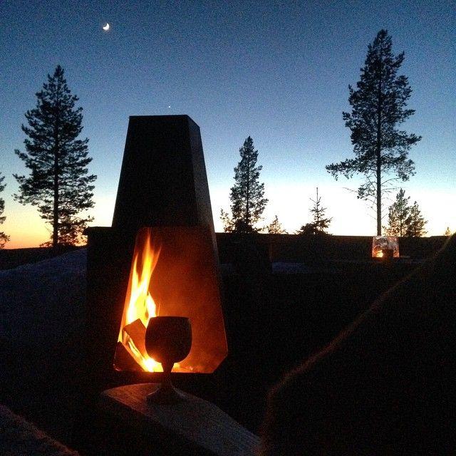 Utekveld er best#jøtul#furutangen#lørdagskveld#utepeis#hytteliv#123hytteinspirasjon#vinterferie