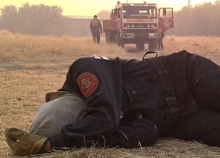Darregueira noticias: Incendios en la región: la foto de una bombera de ...
