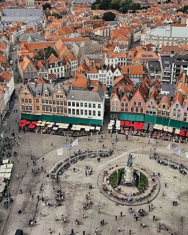 c9de0de52 ENG   ESP An amazing view from the bell tower. The main square and the  tiled roofs gives us a Bruges to remember! . . . Est…