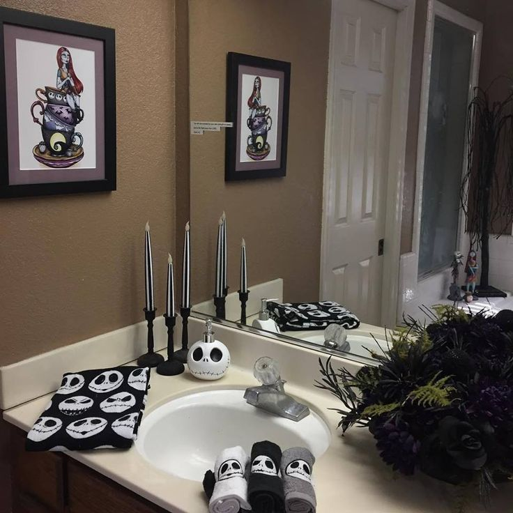 best 25 nightmare before christmas decorations ideas on pinterest nightmare before christmas. Black Bedroom Furniture Sets. Home Design Ideas