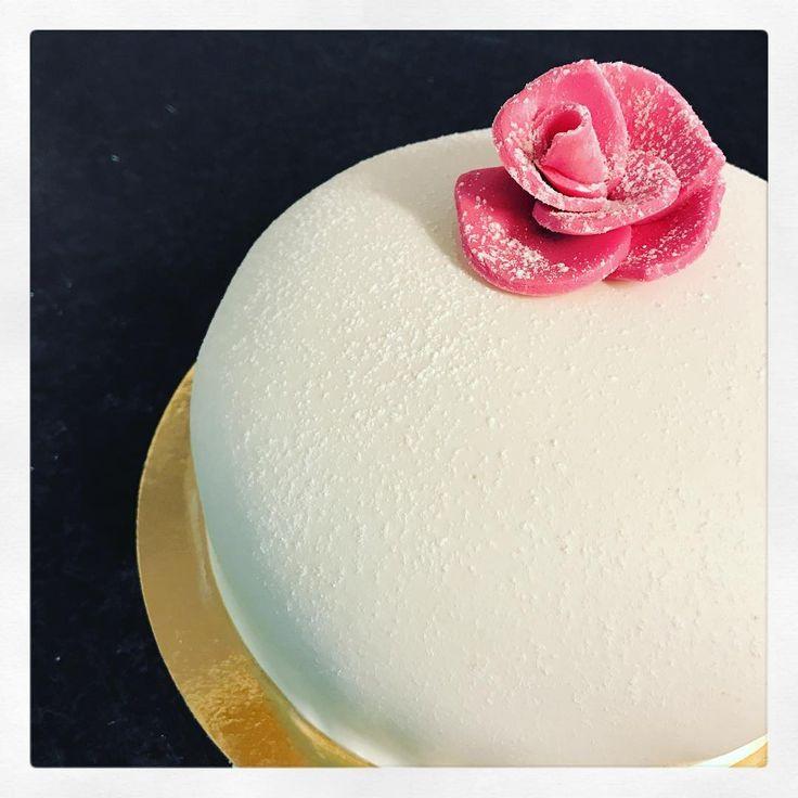 """198 gilla-markeringar, 2 kommentarer - Evelinas kök /E Borneling (@evelinaskok) på Instagram: """"Mor min. Den bästa av alla. Den som jag pratar med varje dag.  Jag önskar jag kunde ge dig en tårta…"""""""