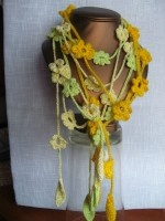 crochet necklace with flowers