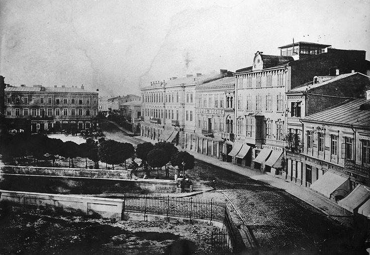 Bucuresti - Podul Mogosoaiei in 1875, cu 2-3 ani inainte sa fie redenumit Calea Victoriei.