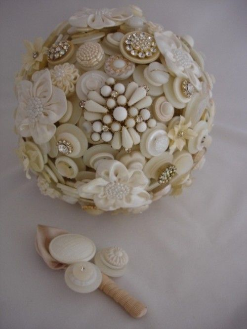 40 Unique And Non-Traditional Wedding Bouquets || White/Ivory/Cream Button & Brooch Wedding Bouquet + Coordinating Groom's Boutonneir