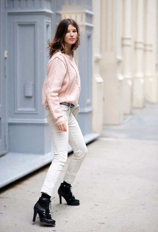 Inverno: Fashion, Hann Black Beard, Pastel Cerveza Tennis, Soft Color, Posts, Street Style Pale Pink, White Jeans, Pink Sweaters, Instagram Deborabrosa Facebook