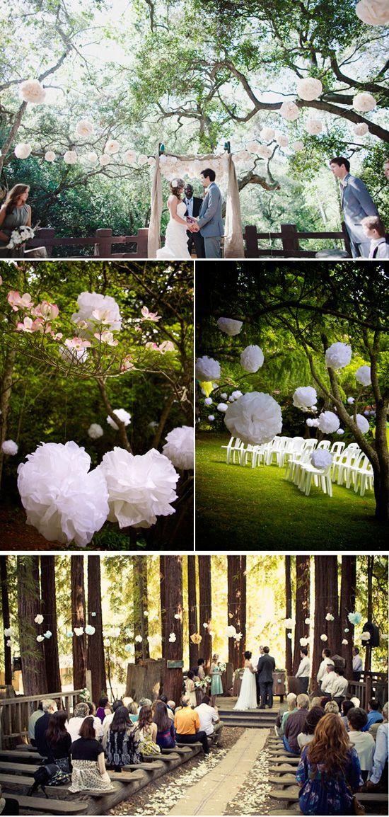 Hochzeit draußen | Wedding | Natur | Bäume | Pom poms | Trauung