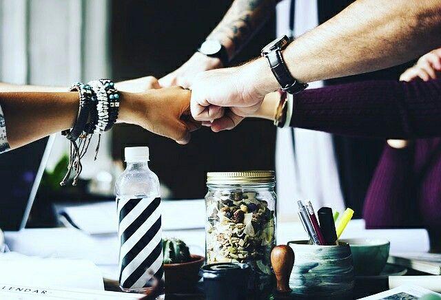 """""""Il lavoro di squadra divide i compiti e moltiplica il successo.""""  Collaborare significa mettere in campo competenze, conoscenze, talento, informazioni e risorse per raggiungere un obiettivo comune. Il risultato è sorprendente: la creazione di qualcosa che prima non esisteva!  www.manueladelgustopsicologa.it #benessere #salute #manueladelgustopsicologa #collaborazione #teamwork"""