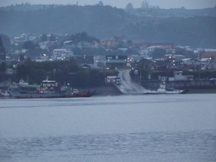 Dalcahue en el atardecer. Vista desde la comuna de Curaco de Vélez.