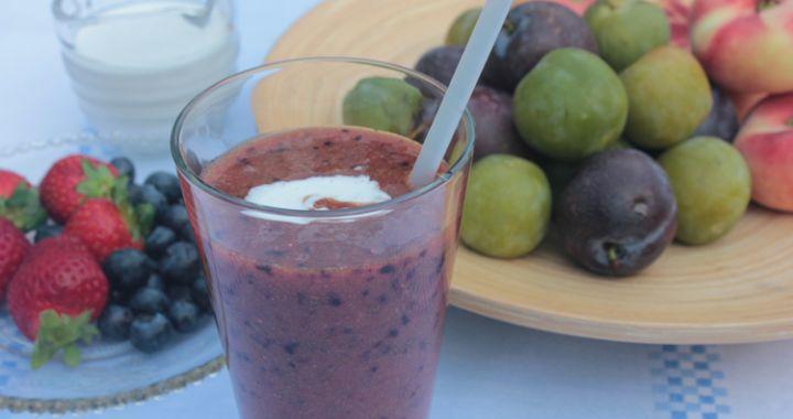 Pruimen-aardebeien-smoothie:     2 pruimen     3 tot 4 aardbeien     2 eetlepel blauwe bessen     1 wilde perzik     50 ml water     Scheutje kokosroom