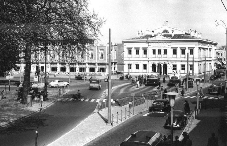 Het Willemsplein in Arnhem met de HBS omstreeks 1957