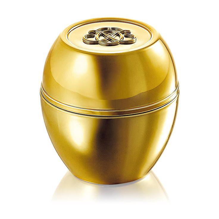 Oriflame - Tender Care Gold 50th Anniversary Edition - Universalcreme som återfuktar, mjukgör och skyddar torr hud med naturligt bivax och vitamin E. Kommer i en lyxig, gyllene 50-årsjubileumsförpackning och burk för att fira en av Oriflames mest älskade produkter.