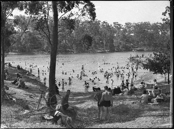 swimmers at Lake Parramatta 1938