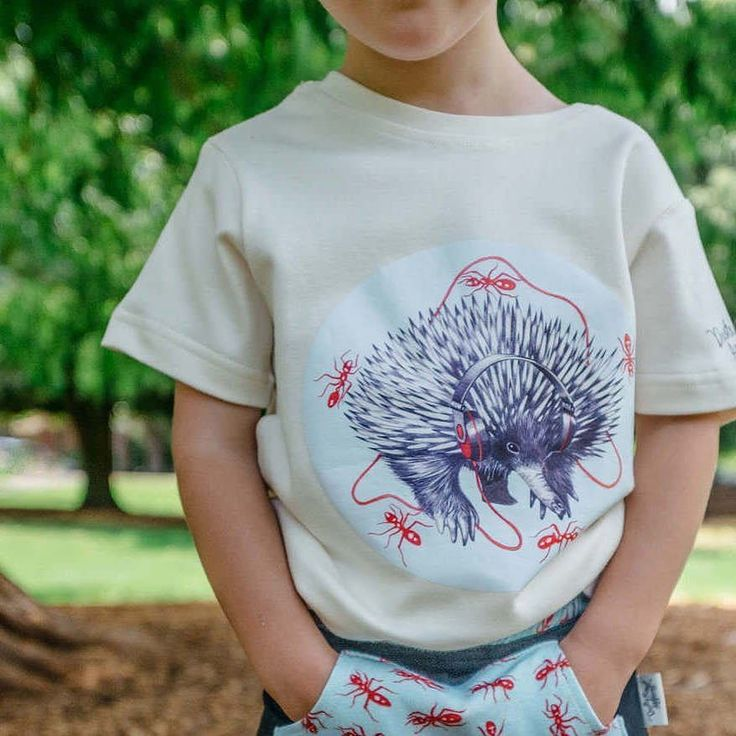 This aint no ant-eater. Its an ECHIDNA eating ants!! And hes listening to some good tunes while hes at it. Fun #AustralianMade kids-wear courtesy of #DustyRoadApparel in store now (Shop link in bio). . . . #PugglePost #PugglePosse #DustyRoad #AntEater #Echidna #CoolKids #AustralianDesigned #OrganicClothing #MadeInAustralia #OrganicCotton #OrganicKidsWear #ConsciousConsumer #BuyQuality #SlowFashion #AussieMade #EthicallyMade #EthicalFashion #SustainableLiving #PlayOutdoors #SydneyMums…