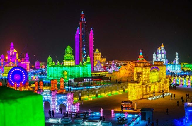 10 AMAZING ICE CASTLES AROUND THE WORLD- Harbin Ice Festival