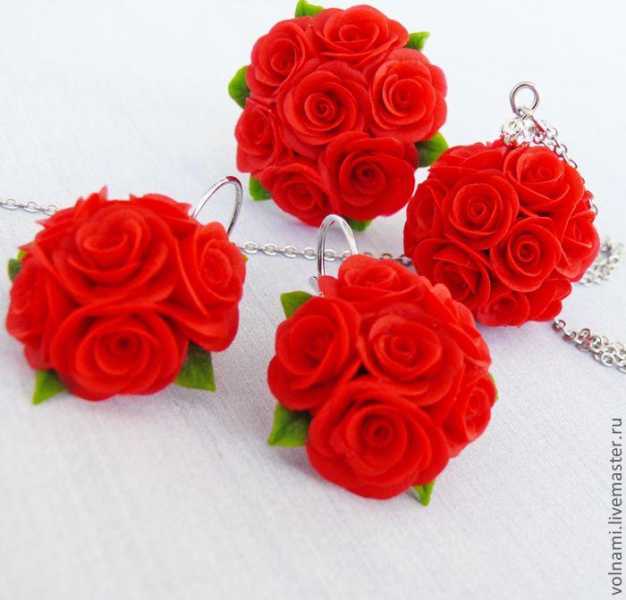 Цветы алые розы
