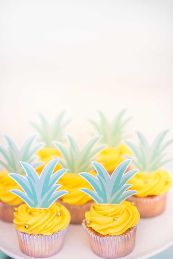 Pineapple cupcakes: Photography: Anna Maria Zunino Noellert - annamaria-photography.com/   Read More on SMP: http://www.stylemepretty.com/living/2017/03/06/ladies-who-luau-birthday-celebration/