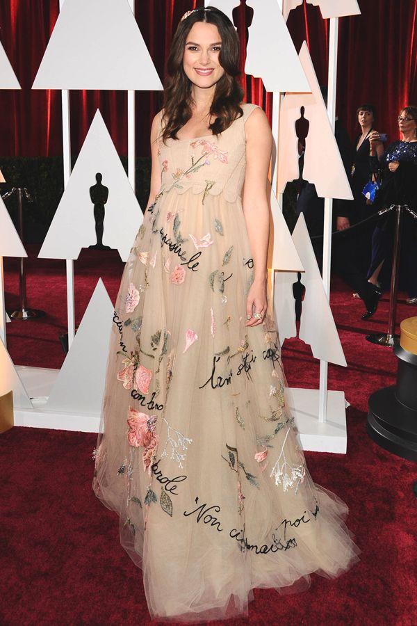 キーラ・ナイトレイ アカデミー賞授賞式で見せたエフォートレスなマタニティ。