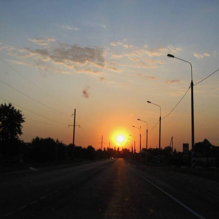 Вот такие восходы солнца мы встречаем на дорогах России🕓🌄🌞🌝 #дорога#дорогироссии#восход#солнце#лето#summer#красота#instagood#beautiful#sunrise#путешествия#путешествияпороссии#travels#msk#Москва#отдыхаем