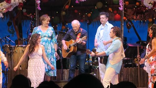 Watch Jimmy Buffett join the cast of Escape to Margaritaville on press preview night and sing during the curtain call at Chicago's Oriental Theater. He warms up the Windy City! https://video.buffer.com/v/5a0d9eea09df6ab8750a92fa