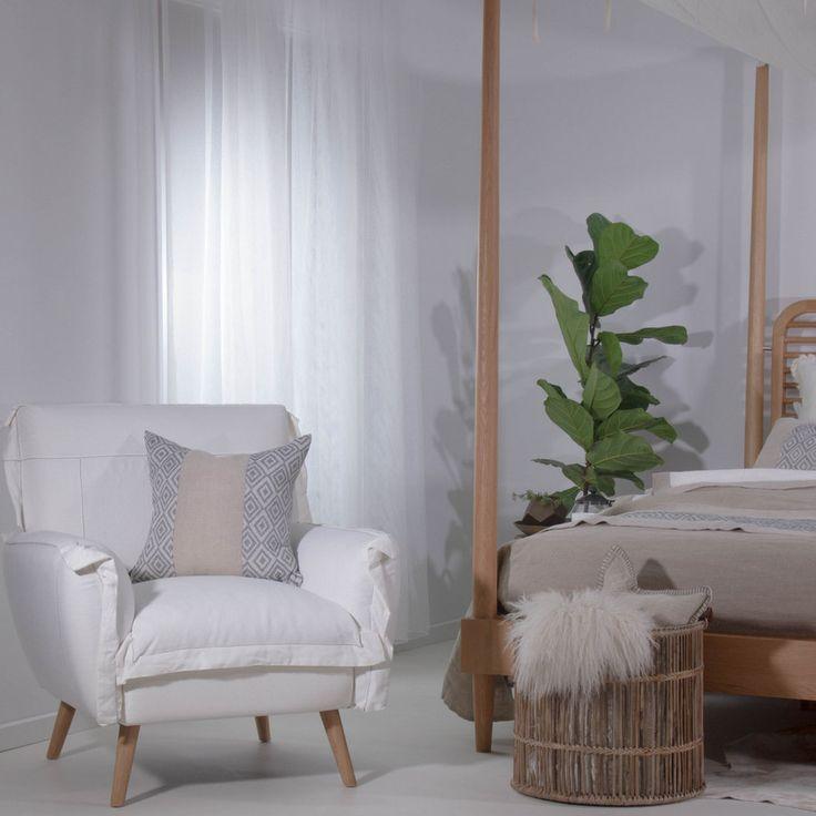 Gorgeous chair from Satara: GLC618 Charlotte Lounge Chair - White