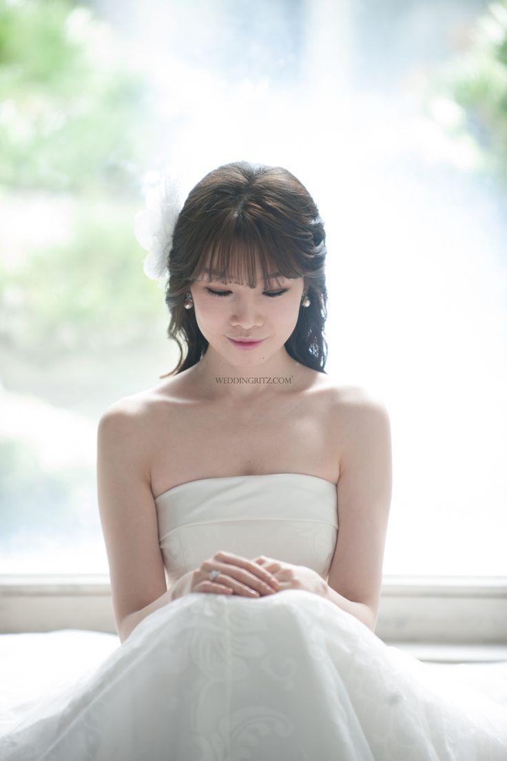 17 best bride look down pose images on Pinterest | Bridal hairstyles ...
