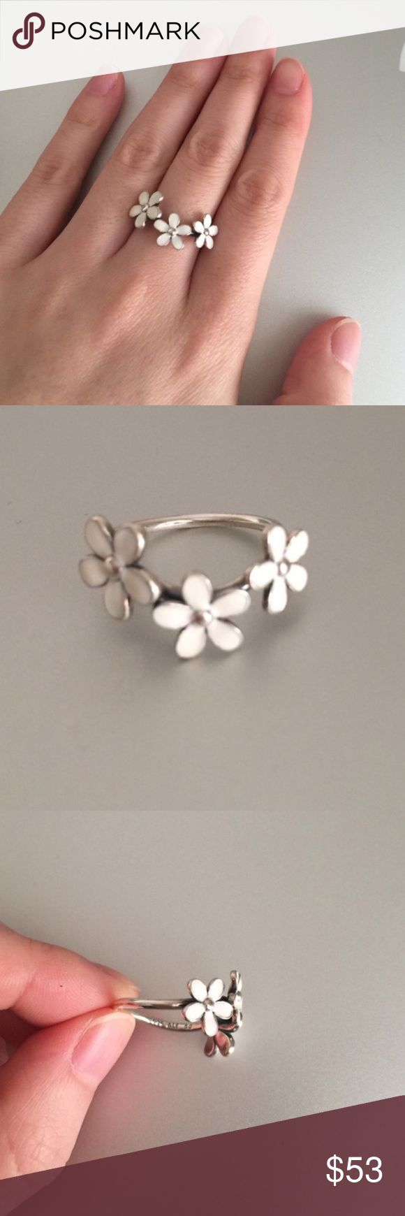 Authentic Pandora daisy ring 50 Worn once in like new condition, size 50 is equivalent to size 5, no original box,❌No TRADE‼️ Pandora Jewelry Rings