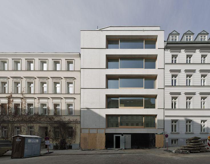 Zanderroth Architekten - Housing block (made of light-weight concrete), Berlin 2014. Photos © Simon Menges.