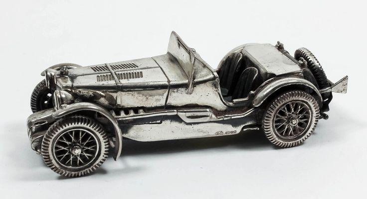 Un modelo moderno de  italiano de Medusa Oro de plata de un coche de época, por D.J., de importación marca para Londres 1984