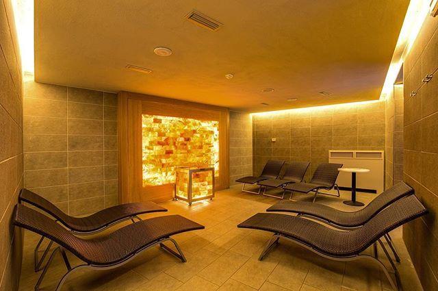"""""""La Stanza del Sale.. #i-spa #wellness #spa #centrobenessere #lagodicomo #leisureactivity #beauty #lakecomo #benessere #luxurylife #takecareofyou #igersitalia #ig_lakecomo #discoverlakecomo http://www.hotelimperialecomo.it/it/spa-piscina @hotel_imperiale_spa_lake_como @ispa_imperiale @ristoranteimperialino"""" by @ispa_imperiale."""