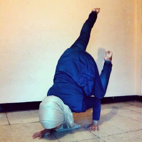 Funky one legged crow pose... #Namaste #YogaPractice #ArmBalance #ArmStrength #CoreStrength