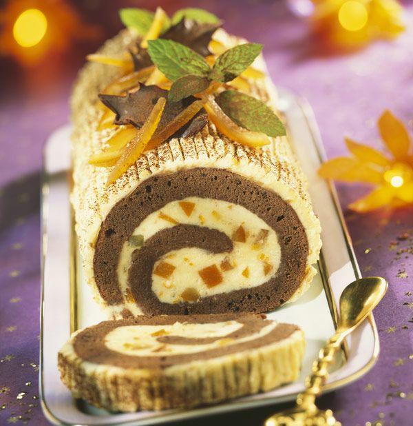 Une bûche pour Noël, oui mais laquelle ? La traditionnelle bûche se décline en des centaines de recettes. Voici une bûche aux deux chocolats et à l'orange.