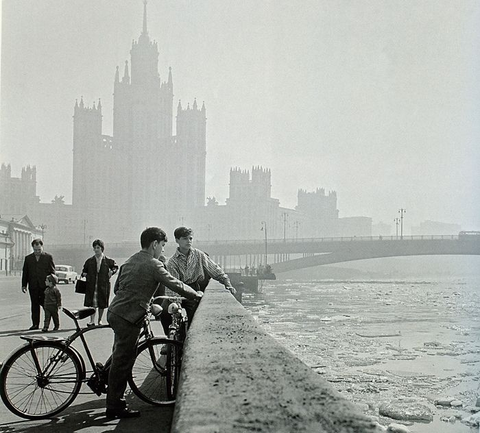 Moscow, 1963 with the Kotelnicheskaya Embankment Building in the background