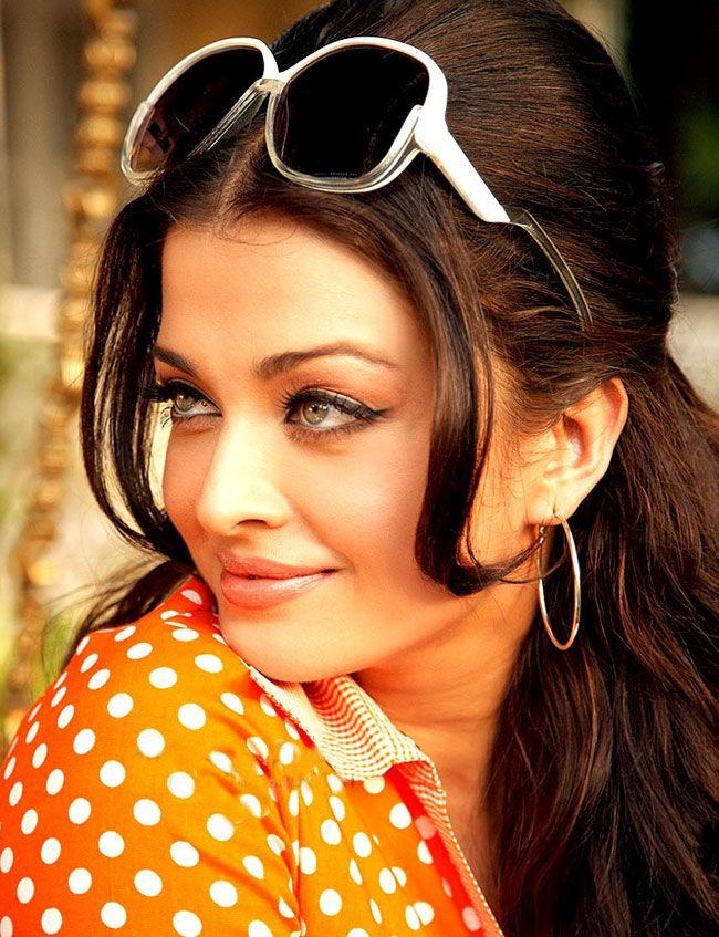 "AISHWARYA  RAI 70's retro in Bollywood/Hindi movie ""Action Replayy."""
