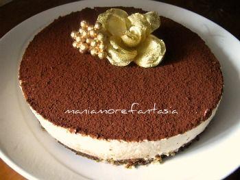 Una versione rivisitata del più noto tiramisu, sotto forma di cheesecake senza cottura