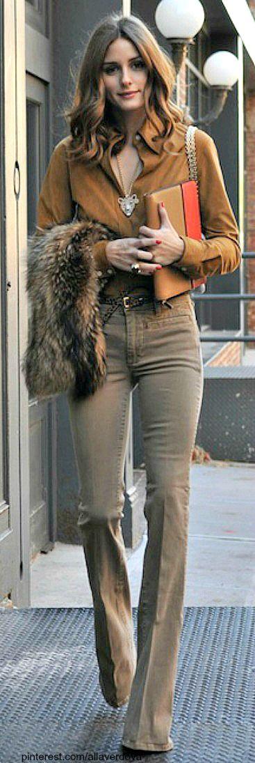 Una combinación genial súper sencilla y el chaleco le pone una onda trendy.  Street style - Olivia Palermo