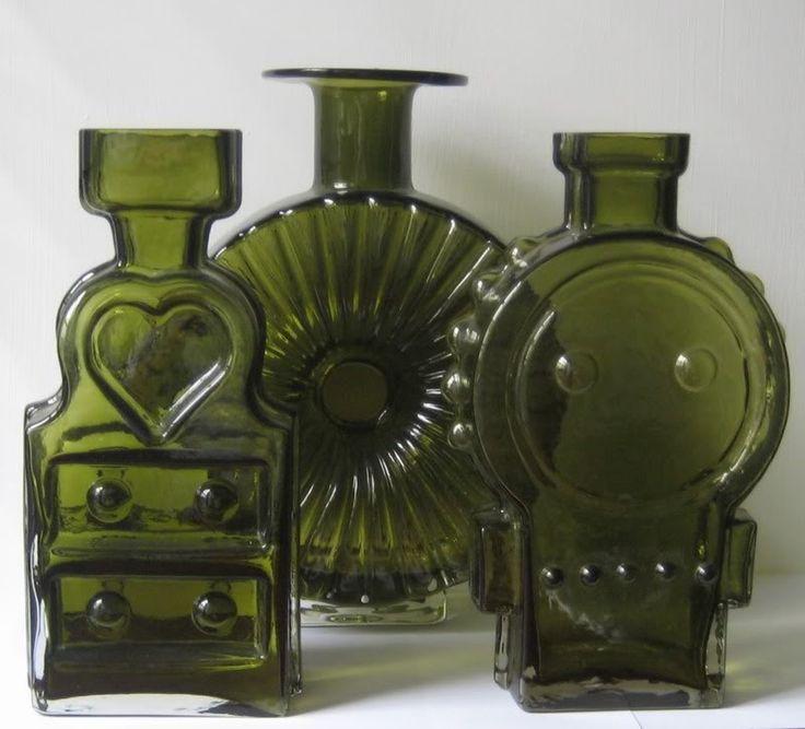 Riihimäen Glass - Piironki : Aurinkopullo : Ahkera Liisa - Design by Helena Tynell Yr. 1968-74