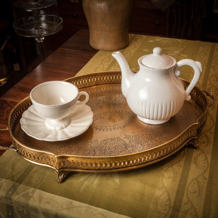 Have you ever thought of drinking tea with The Queen? Entering in The Buckingham Palace would feel like stepping in the world of well-taught manners and drinking from her Royal Ivory set would feel like tasting the sweetest strawberries and would feel like listening to the finest Mozart songs in the Royal Albert Hall