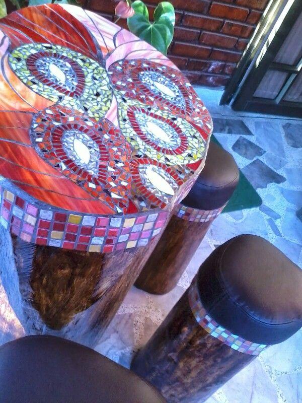 Tronco decorado con mosaicos