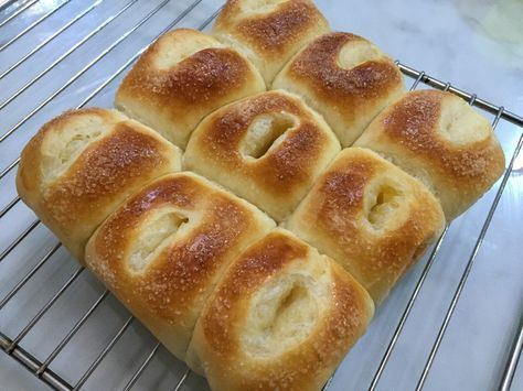 A really quick, easy one proof bun. And in classic butter sugar flavor which my kids loved. Recipe (adapted from Fawn Setoh) 250g bread flour 10g milk powder or coffee mate 45g caster sugar 4g inst…