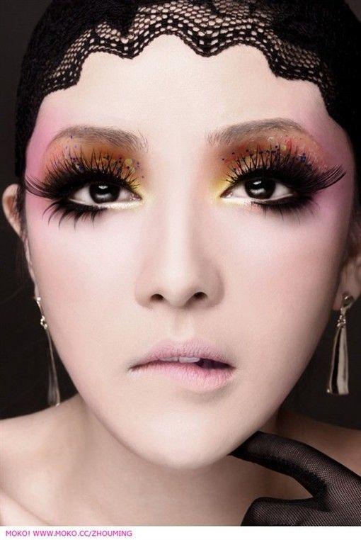 The eyes and head lace is so gorgeous. She looks like a doll, I want to try the doll eyes Look  :) Love it !!