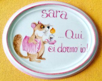 Targhetta porcellana dipinta a mano per  camerette https://www.etsy.com/it/listing/190982650/targhetta-porcellana-dipinta-a-mano-con?ref=shop_home_active_18