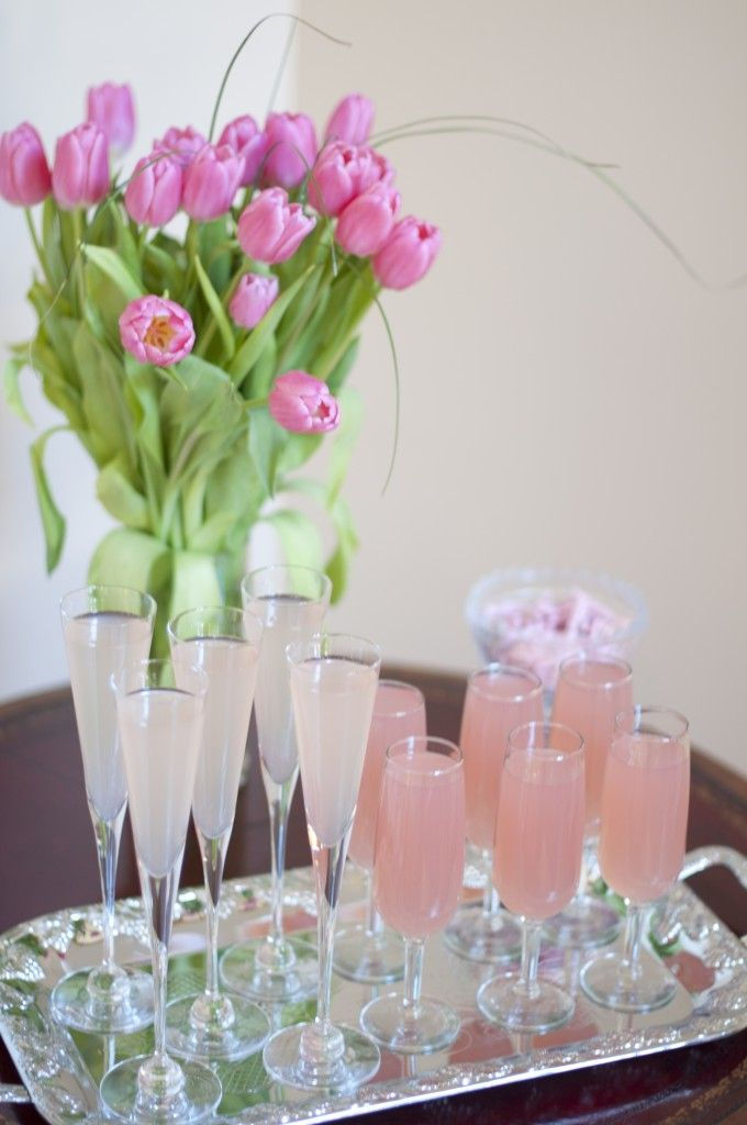 Beverages for a baby shower: we love a champagne punch and non-alcoholic lemonade punch for the momma-to-be! #babyshower